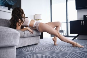 Yoleine escort girl