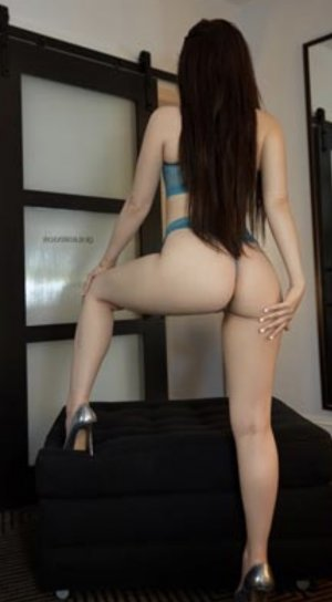 Aissya escort girl in Sunbury PA
